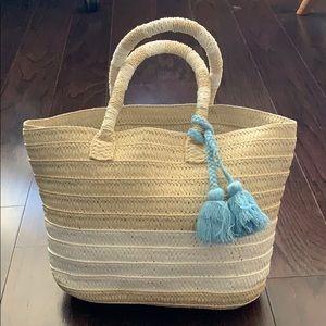 Altru straw tote with tassels